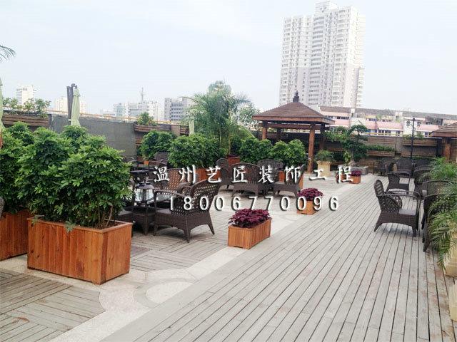 屋顶花园与防腐木亭子